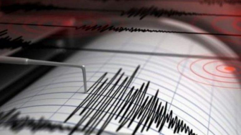 Shqipëria tronditet nga tërmeti/ Lëkundje të forta në të gjithë vendin, panik te qytetarët