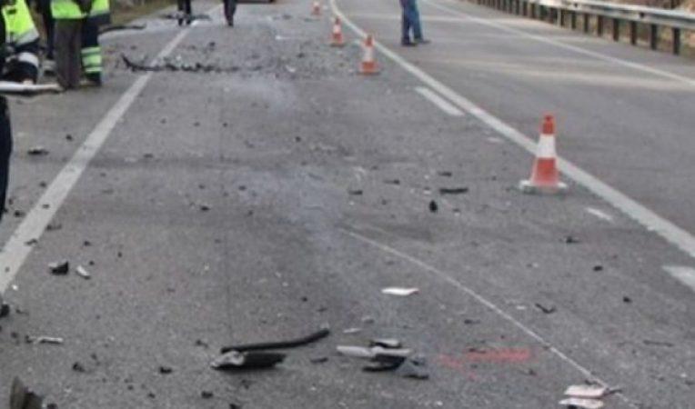 """Aksident i rëndë/ Makinat """"Benz"""" përplasen në aksin Fier-Lushnje, dy të vdekur"""