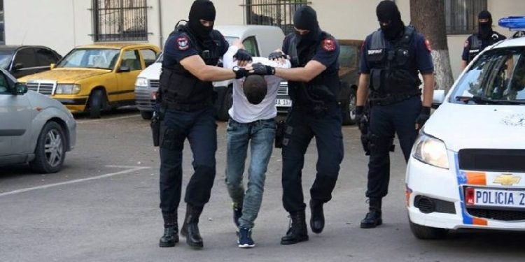 DETAJET/ Arrestohet i riu që terrorizoi pushuesit dhe banorët në Theth me kallashnikov