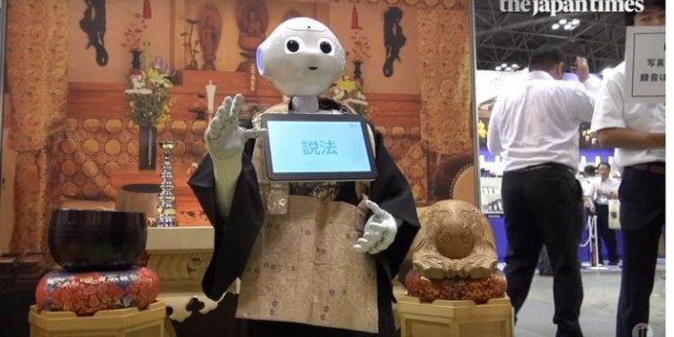 Një prift robot drejton meshat në tempullin Japonez, kritikët: Frankeshtajni i kohës