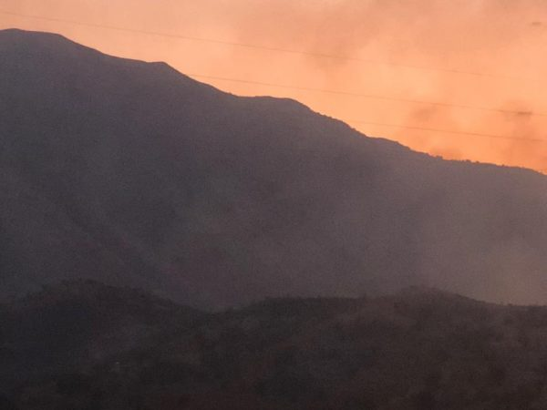 Gjirokastër/Zjarr i madh, rrezikojnë banesat, banorët në panik