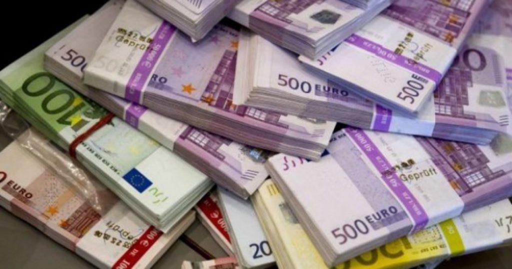 """Goditet """"banda""""/ Përfituan 3.7 milionë euro nga kreditë fiktive, në pranga 7 punonjësit e fondacionit"""