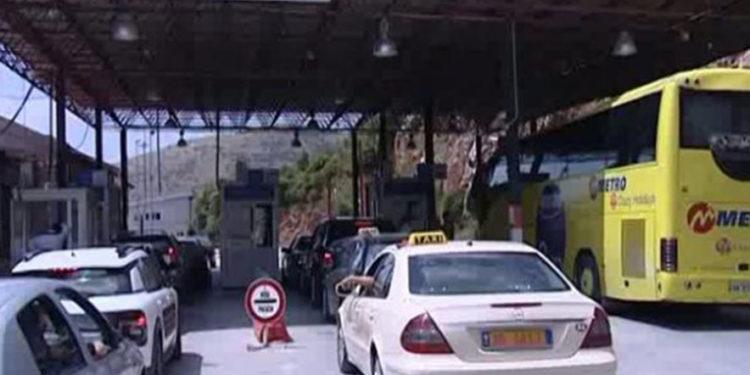 Fluks i lartë turistësh në pikat kufitare të Kapshticës dhe Qafë-Thanës