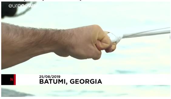 VIDEO/ Herkuli Gjeorgjisë, tërheq anijen 200 ton vetëm me 1 gisht