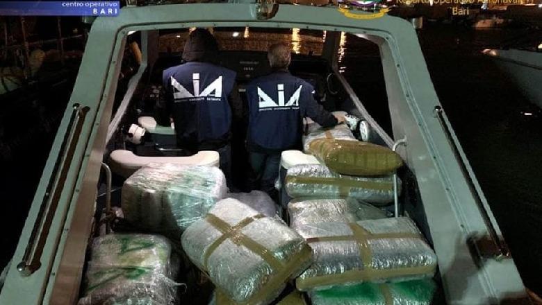 Kapet në Brindizi gomonia me 450 kg drogë, ishte dërguar nga një organizatë kriminale shqiptare (Foto)
