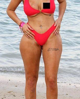 FOTOT/ Yllin televiziv e tradhtojnë bikinit, s'ka vend për imagjinatë