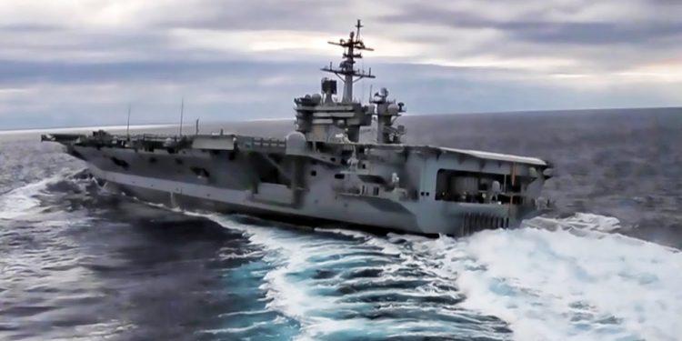 VIDEO spektakolare, luftanija amerikane bën manovra në det