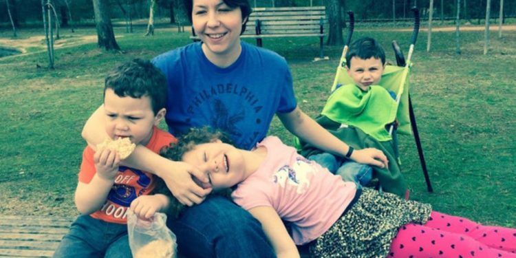 FOTO / Nëna vret tre fëmijët dhe më pas veten, çfarë kishte ndodhur një javë më parë