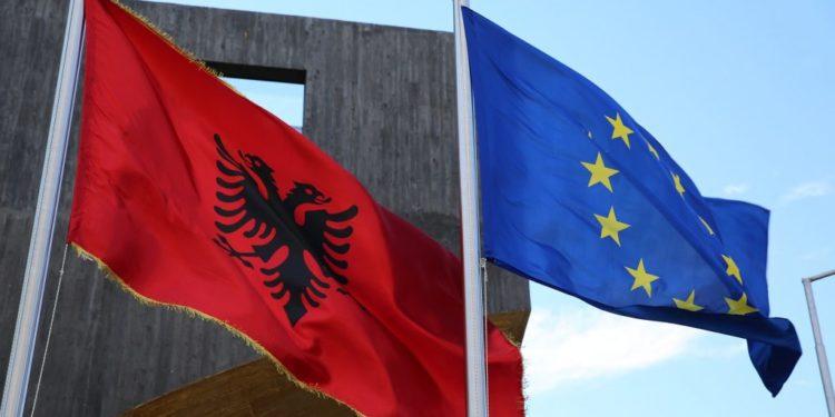 """""""Evropa jo e plotë pa Ballkanin Perëndimor""""/ 7 vende të BE letër KE: Deri në janar 2020, propozime konkrete për integrimin"""