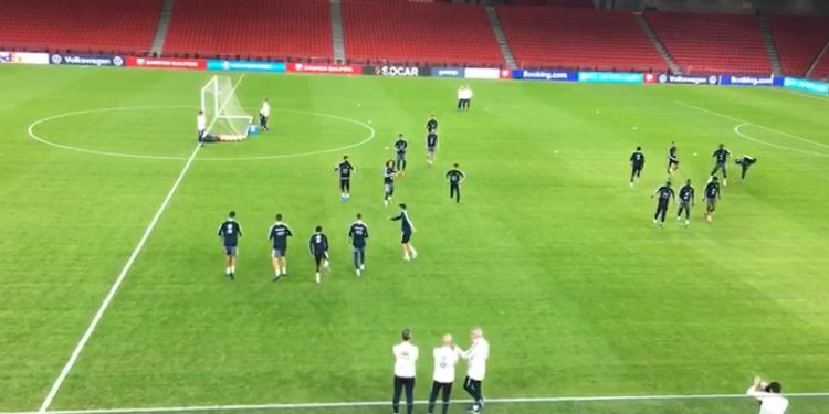 VIDEOLAJM/ Ekipi francez zbret për herë të parë në fushën e stadiumit të ri
