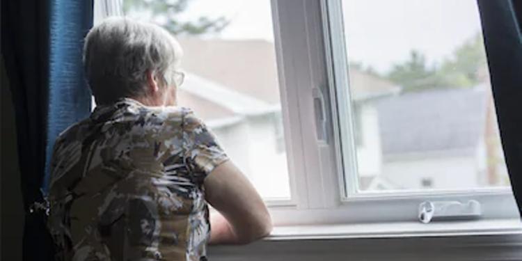 U njohën në internet, i riu përdhunon dhe grabit 70-vjeçaren