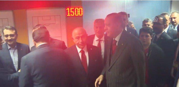 FOTO/ Erdogan zbret në stadium, përgëzon kombëtaren për kualifikimin: Franca ndalet nga Shqipëria se luajnë në stadiumin e ri
