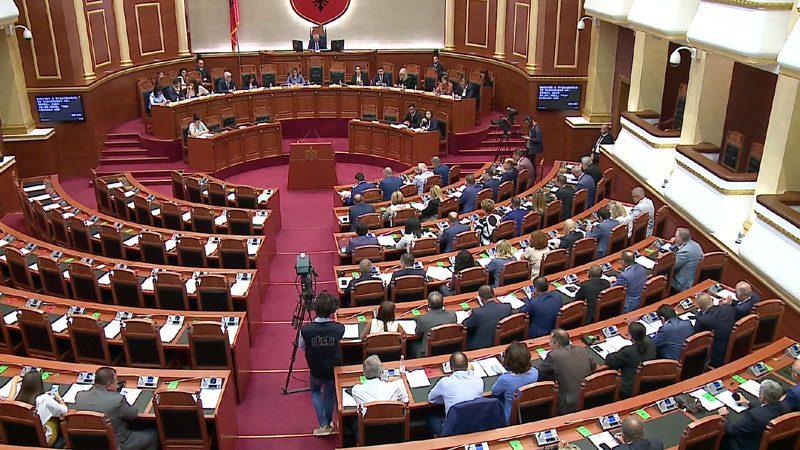 Kuvendi LIVE! Diskutohet rezoluta kundër Metës: Po tenton të nxisë krizë kushtetuese