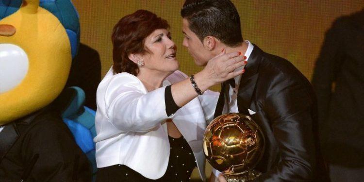 """""""Mafia ka dëmtuar tim bir"""", mamaja e CR7 në sulm: Do kishte më shumë """"Topa të Artë"""""""