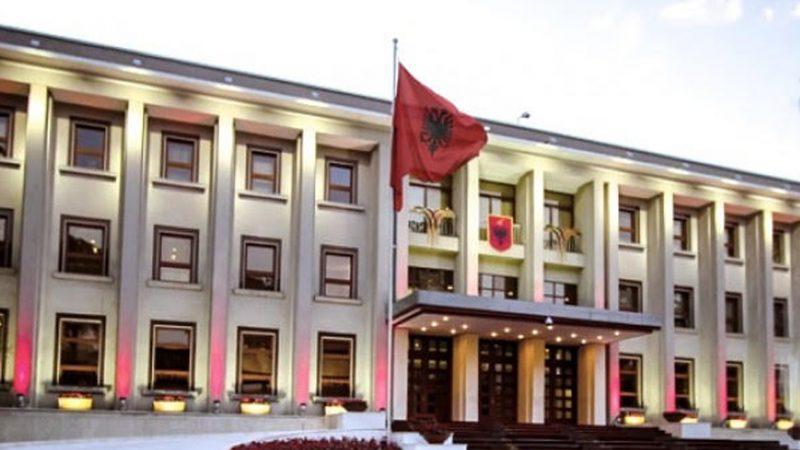 Zëdhënësja e BE reagon për Kushtetuesen, Presidenca: Maja të lexojë Kushtetutën në shqip
