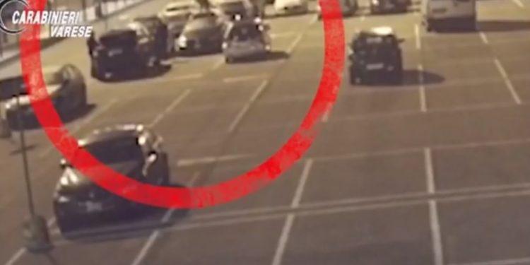 """VIDEO/ Shkatërrohet banda e """"Range Rover"""" në Itali, në pranga dy shqiptarë që vidhnin makina"""