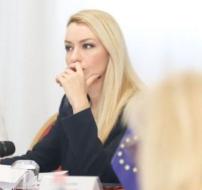 Reagon Romina Kuko: Paturpësi pa limit! Përgojoni emrin tim për hesap të luftës qorre me ambasadorët