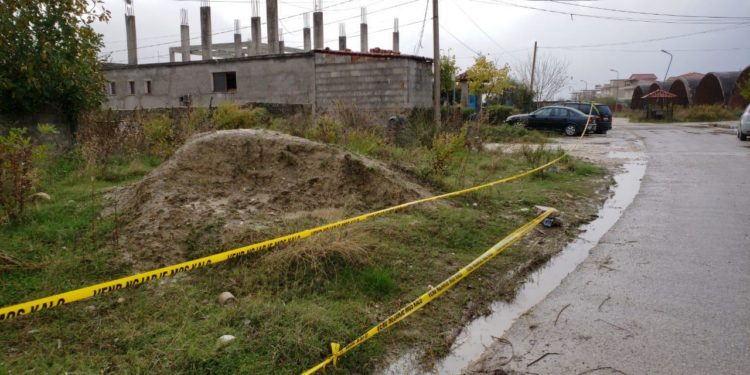 Detaje të reja për 34-vjeçarin që u gjet i vdekur në rrugë, policia: Dyshohet të jetë vrarë