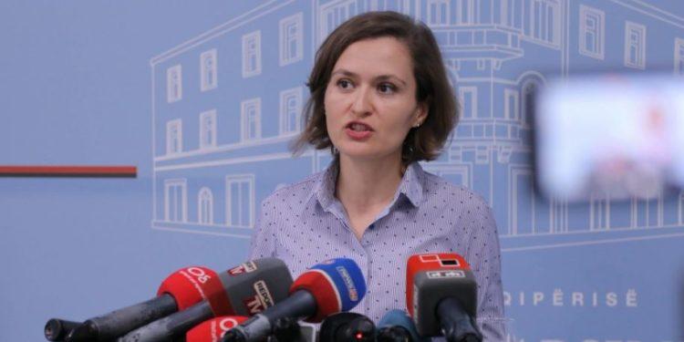 Kosova mungon në librin shkollor, reagon Shahini: Gabim i paqëllimshëm