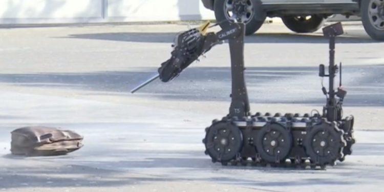"""VIDEO+FOTO/ Rezulton fals alarmi për bombë në sheshin """"Skënderbej"""", çfarë gjeti Policia brenda çantës"""