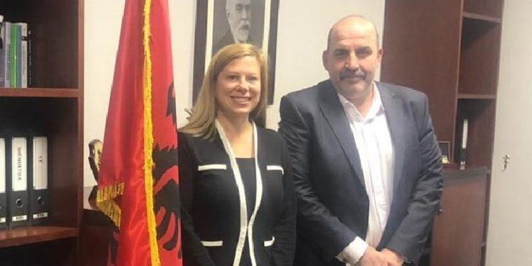 Zyrtarja e lartë e SHBA vjen në Tiranë: Do shënjestrohen burgjet ku mbahen kriminelët VIP
