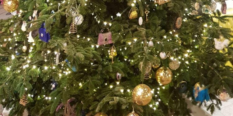 """""""Çmenden"""" spanjollët, 14 milionë euro për një pemë Krishtlindjesh"""