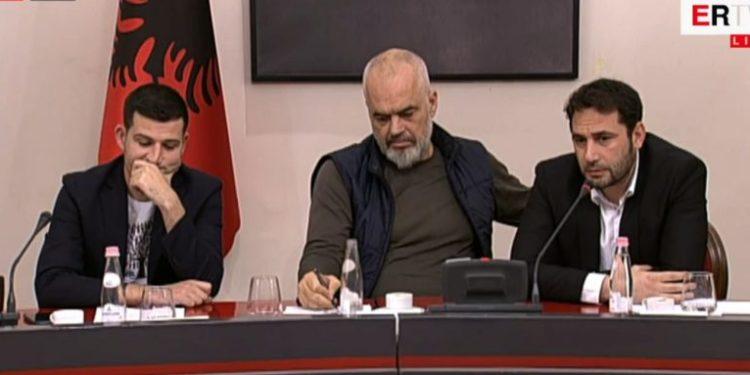 """""""Mediat po bëjnë një hata"""", Marin Mema replikon me Ramën në takim: Nuk ju lejoj ta quani skandaloze"""