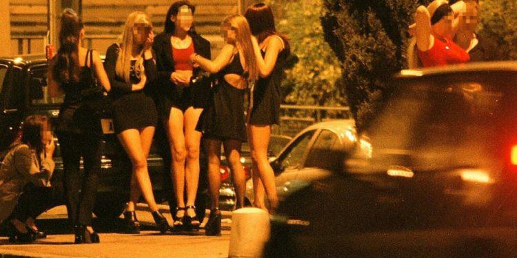 """""""""""Kur i thashë jo hoqi rripin dhe më goditi""""/ Dëshmia e vajzës kryqëzoi tutorin shqiptar: Bëja prostitutën ditë e natë"""